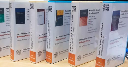 Libros electrónicos en los estantes de la Biblioteca