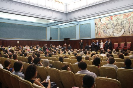 Acto de entrega de diplomas a los/as profesores/as designados/as en los últimos meses