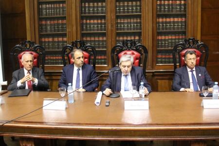 Ceremonia de entrega de diploma de profesor honorario de la Universidad de Buenos Aires a Jorge R. Vanossi