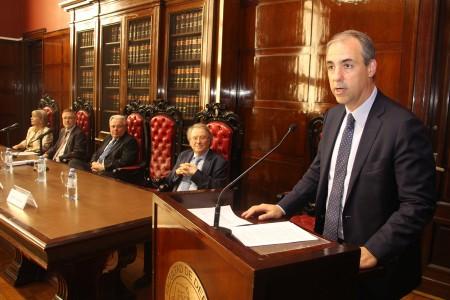 Entrega del doctorado honoris causa al profesor Reto Hilty