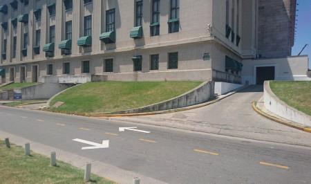 Nuevo acceso a los espacios de estacionamiento debido a las obras del subte