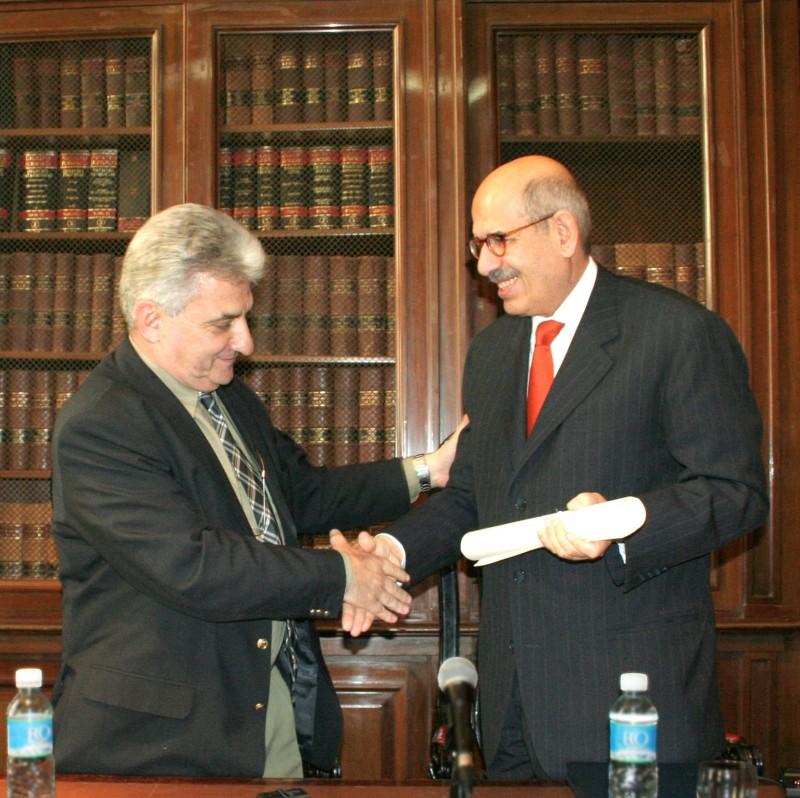 Hugo Sirkin y Mohamed El-Baradei