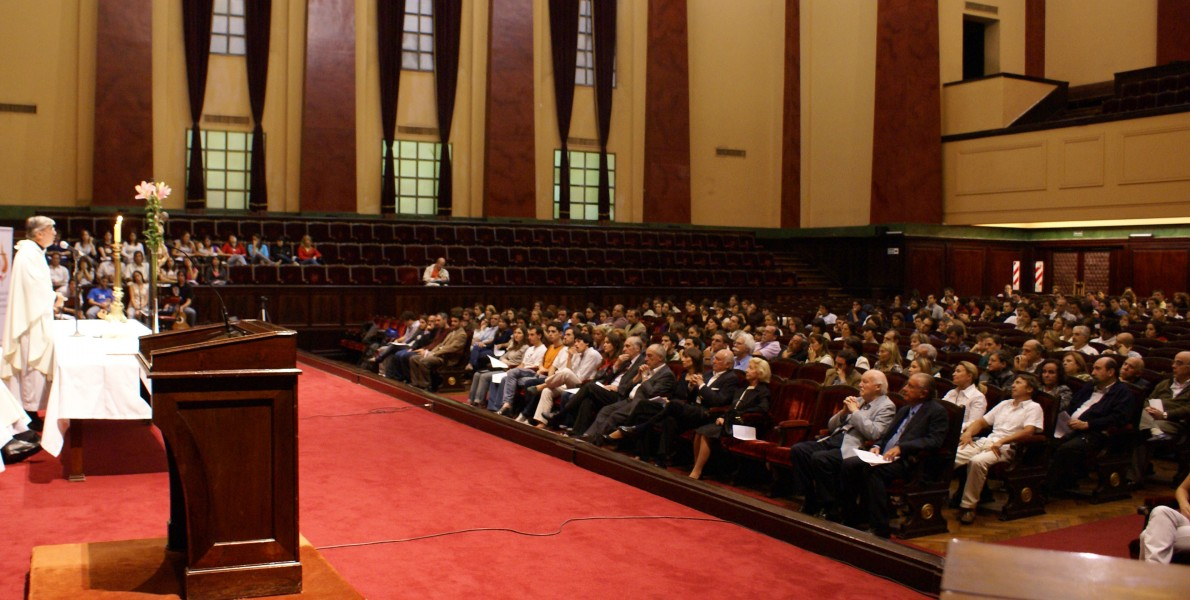 Misa y oración interreligiosa en la Facultad de Derecho