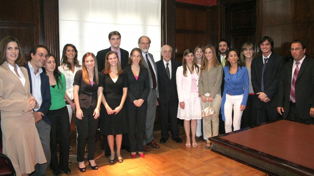 Entrega de premios a los mejores promedios 2007 de la Facultad de Derecho