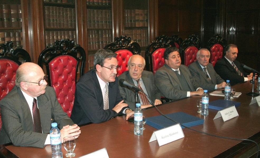Daniel R. Altmark, Bautista Mendioroz, Atilio Alterini, Oscar A. Machado, Ramón G. Brenna y Omar A. Álvarez