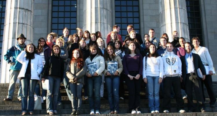 Los estudiantes extranjeros de intercambio junto al equipo de Cooperación Internacional