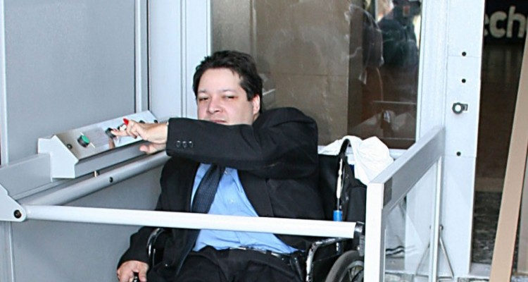 El elevador se inscribe en las obras que ha llevado adelante la Facultad a fin de generar las condiciones edilicias necesarias para recibir y albergar a personas discapacitadas
