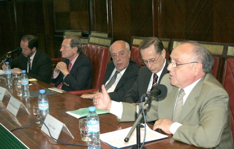 Ezequiel Abasolo, Mariano Grondona, Atilio A. Alterini, Adalberto Rodríguez Giavarini y Carlos Custer