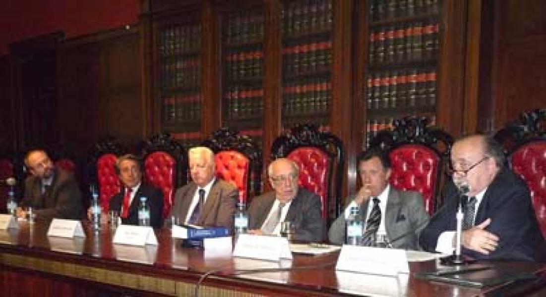 Gustavo Naveira de Casanova, Daniel R. Vítolo, Enrique G. Bulit Goñi, Atilio A. Alterini, Alberto R. Dalla Vía y José O. Casás