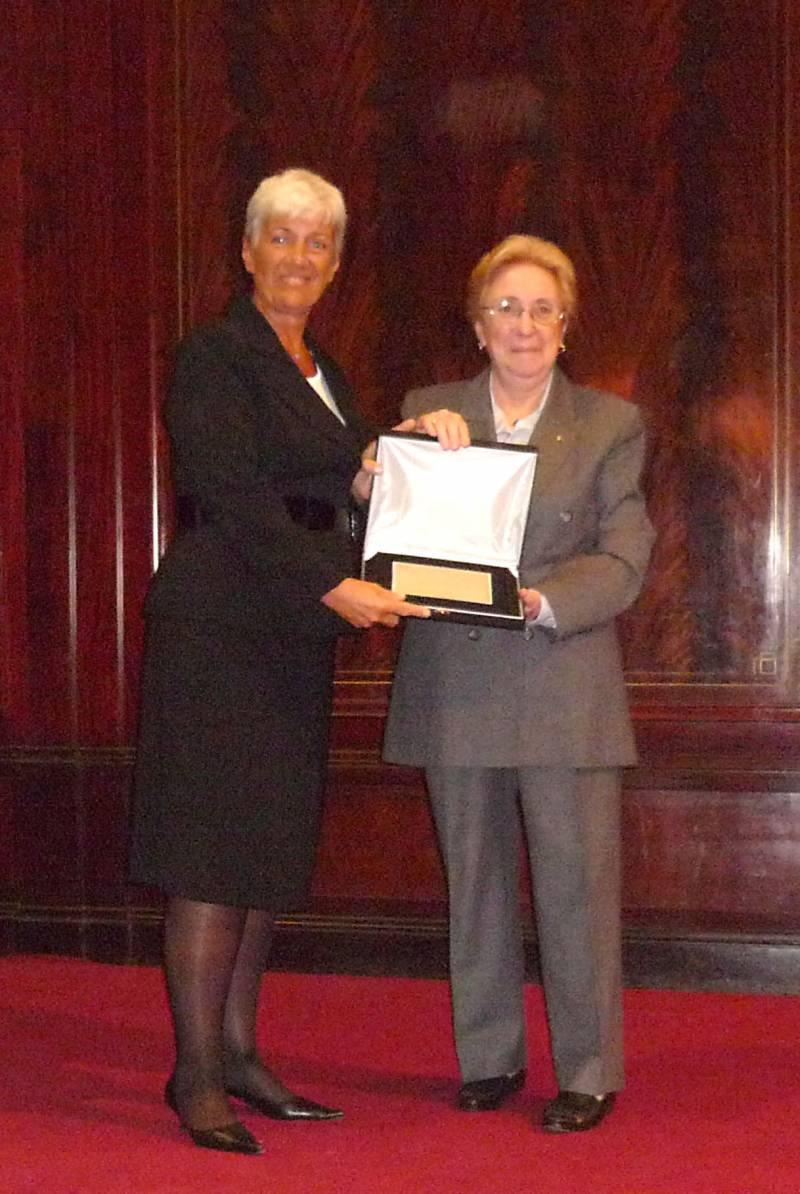 La profesora doctora Mónica Pinto recibe la distinción por su ardua labor en defensa de los Derechos Humanos