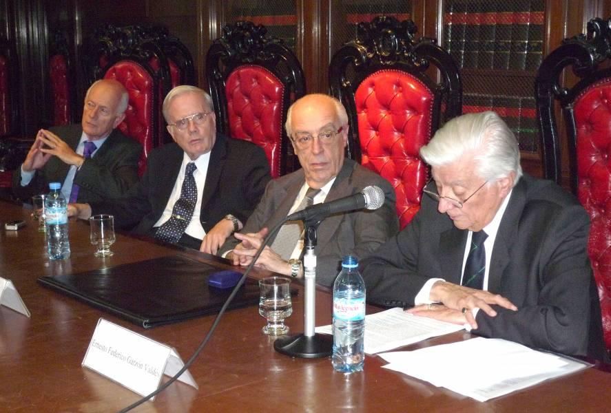 Martín D. Farrell, Tulio Ortiz, Atilio A. Alterini y Ernesto F. Garzón Valdés