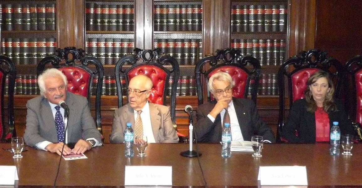 Alberto Filippi, Atilio Alterini, Luigi Labruna e Irma A. García Netto