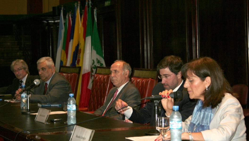 Rubén Donzis, Enrique Zuleta Puceiro, Ricardo L. Lorenzetti, Carlos Mas Velez y Manuela González