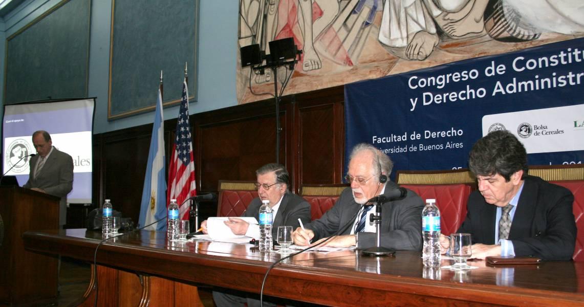 Eugenio R. Zaffaroni, Héctor A. Mairal, Peter Strauss y Juan V. Sola