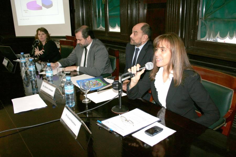 Mónica Roqué, Federico Susbielles, Roberto Armagno y M. Teresita Ithurburu