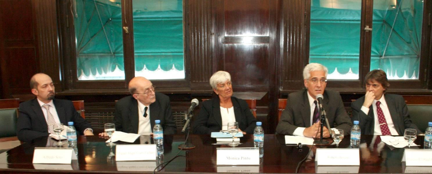 Alfredo M. Soto, Miguel Ángel Ciuro Caldani, Mónica Pinto, Roberto Bouzas y Flavio Floreal González