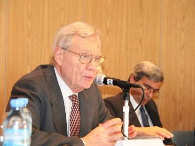"""Vicente Galli, primer Director del Instituto de Salud Mental, dictó la conferencia inaugural titulada """"La ley de Salud Mental y sus derivaciones en el campo de la salud mental""""."""