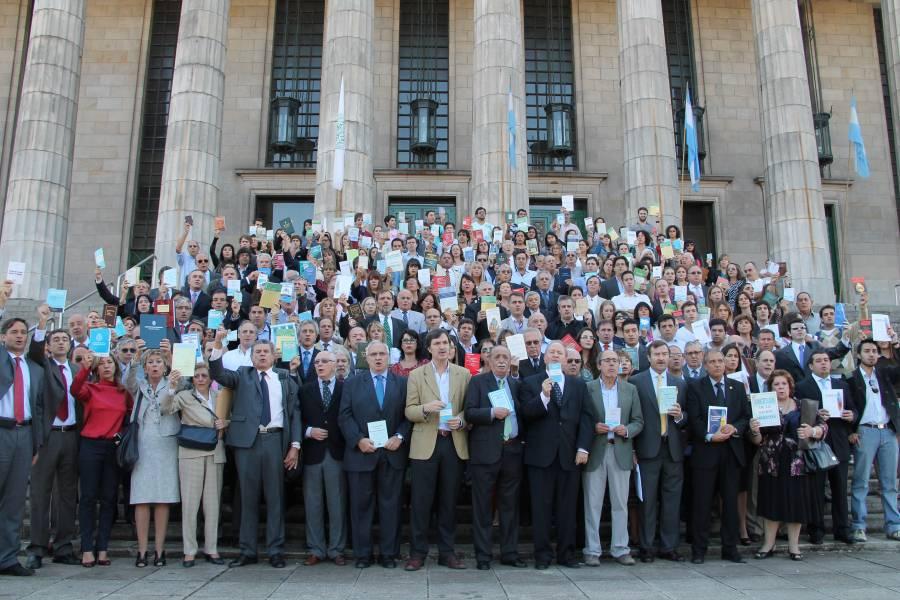 Profesores y abogados se opusieron a la reforma judicial en las escalinatas de la Facultad