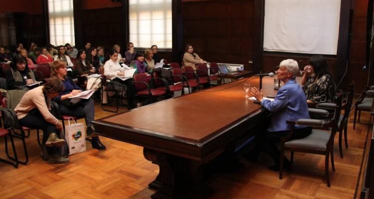 """Programa """"Género y Derecho"""" - Jornadas de capacitación en trata de personas para profesores universitarios"""