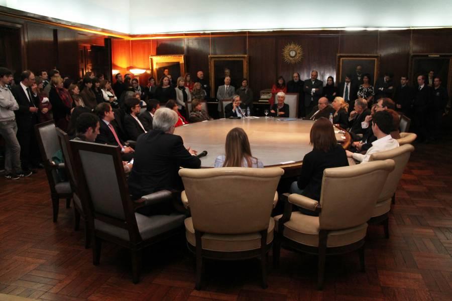 El Consejo Directivo electo votó por unanimidad la designación de la Decana Mónica Pinto y el Vicedecano Alberto J. Bueres para el período 2014-2018