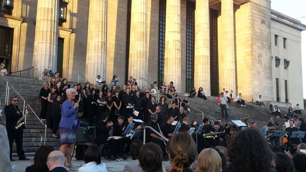 La Facultad salió a las escalinatas para celebrar el Día de la Mujer