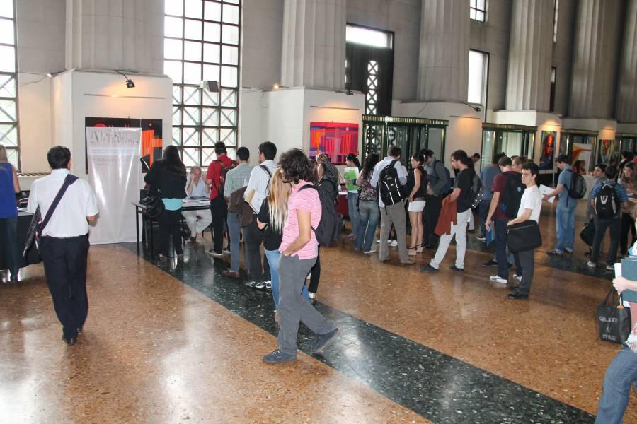 Casi 2.000 estudiantes y graduados participaron de la quinta Feria de Empleos de la Facultad