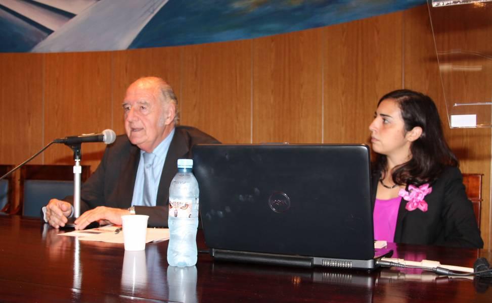 El profesor Juan Antonio Travieso expresó unas palabras introductorias y presentó a los expositores.