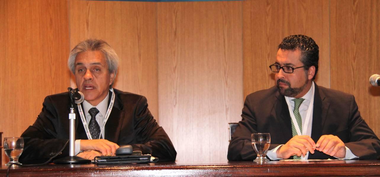 Osvaldo A. Gozaíni junto a Carlos Humberto Reyes Díaz, de la Universidad Autónoma de México.