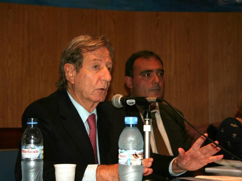 """Leandro Despouy y el director del Programa """"Universidad y Discapacidad"""", Juan Antonio Seda."""