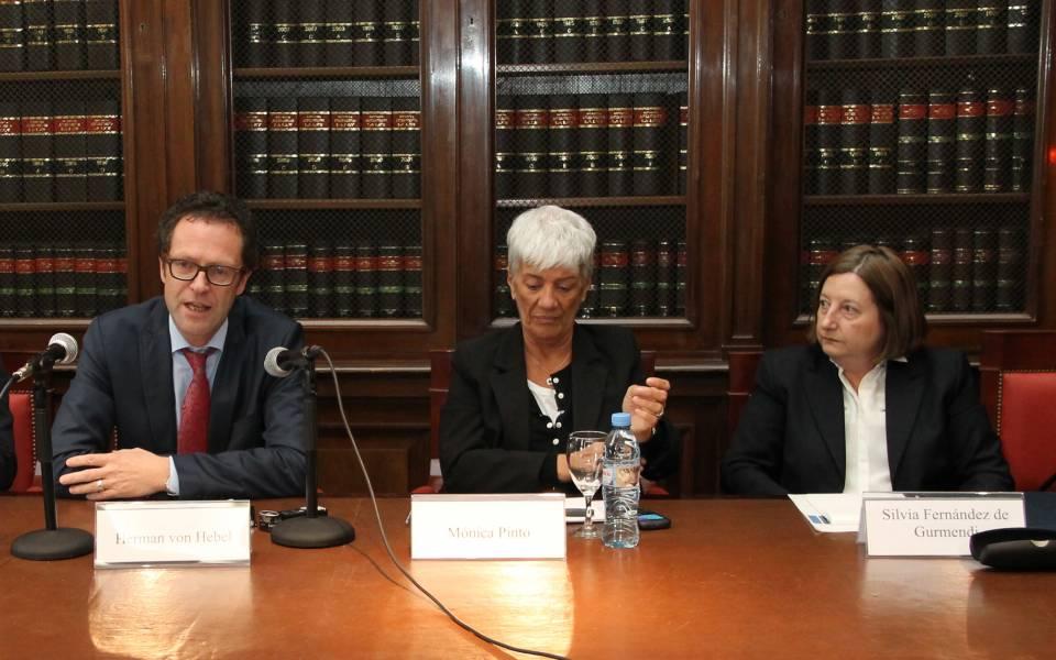 Herman von Hebel, Mónica Pinto y Silvia A. Fernández de Gurmendi