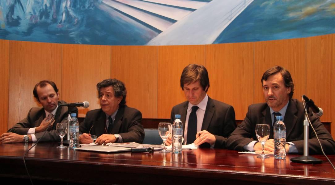 Francisco Castex, Gustavo Bruzzone, Máximo Langer y Daniel Pastor durante el debate sobre la reforma al Código Procesal Penal.