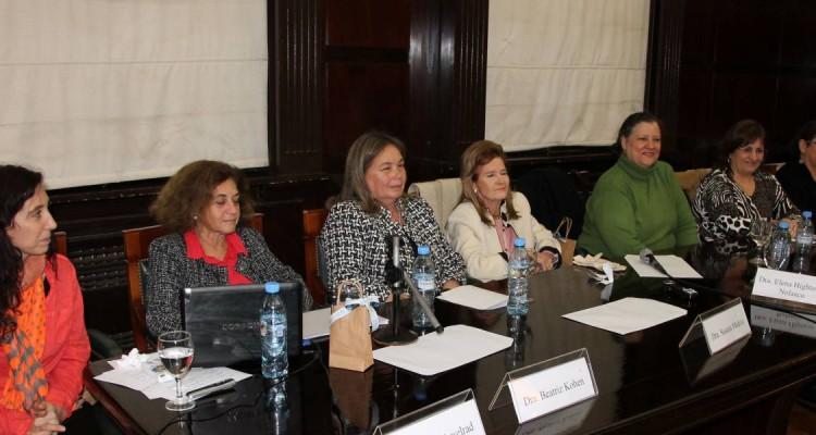 Flora Acselrad, Beatriz Kohen, Susana Medina, Elena Highton de Nolasco, Diana Maffía, Silvia Martínez y Sandra Fodor