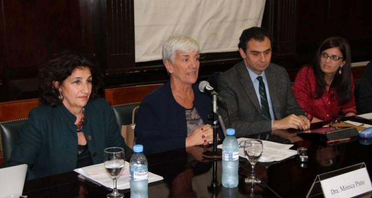 La Decana Mónica Pinto recordó las enseñanzas de la Dra. Carmen M. Argibay y expresó que la Universidad debe plantearse el enfoque de género como una actividad central y permanente.