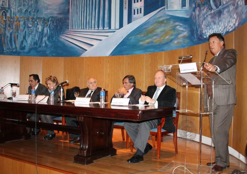 Raúl Gustavo Ferreyra, Susana G. Cayuso, Agustín Gordillo, Fernando García Pullés, Daniel A. Sabsay y Alberto R. Dalla Via