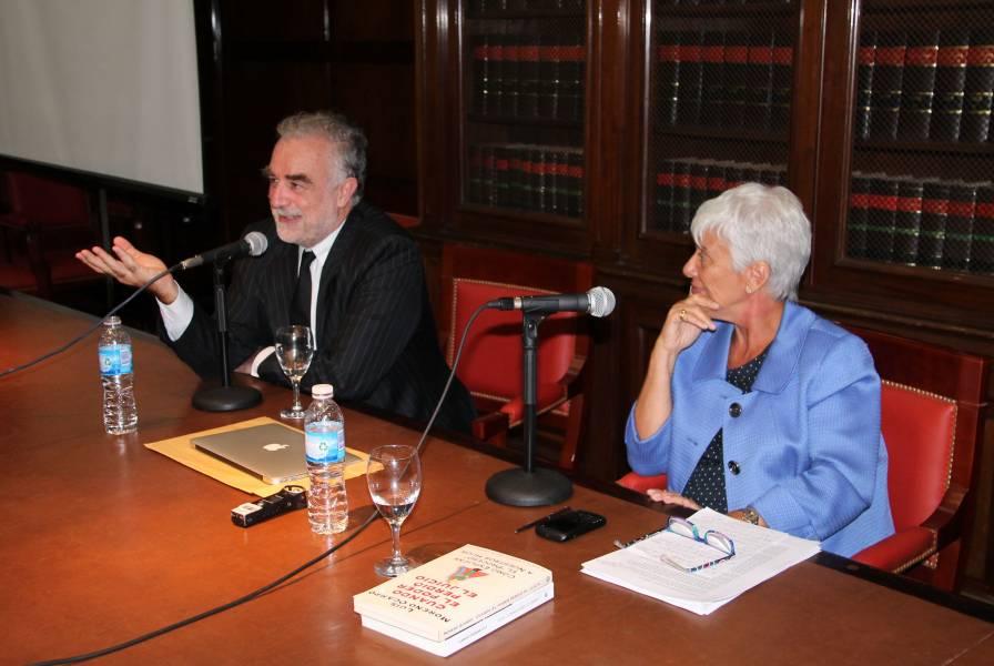 Luis Moreno Ocampo y Mónica Pinto