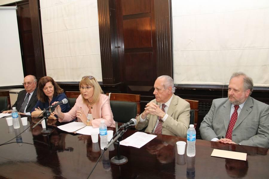 Norberto D. Rinaldi, Mirta B. Alvarez, Cristina Filippi, Jorge R. Vanossi y Alfredo G. Di Pietro
