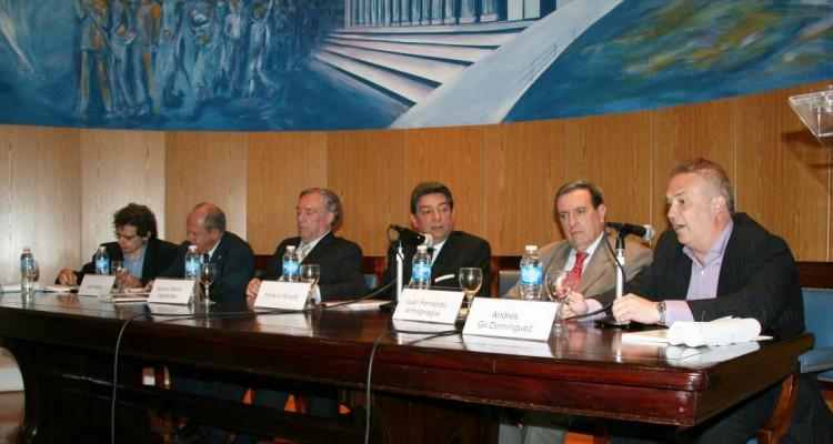 Roberto Gargarella, Luis Iriarte, Antonio María Hernández, Horacio Rosatti, Juan Fernando Armagnague y Andrés Gil Domínguez
