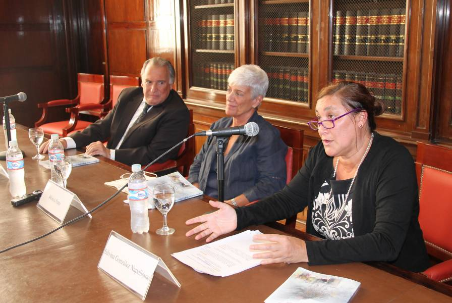 Eduardo Valencia Ospina, Mónica Pinto y Silvina González Napolitano