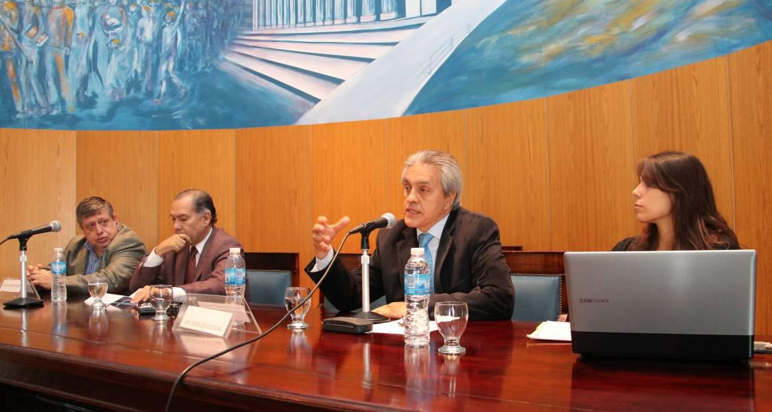 El profesor Osvaldo A. Gozaíni disertó sobre el control y su eficacia en los mecanismos procesales actuales y las garantías constitucionales.
