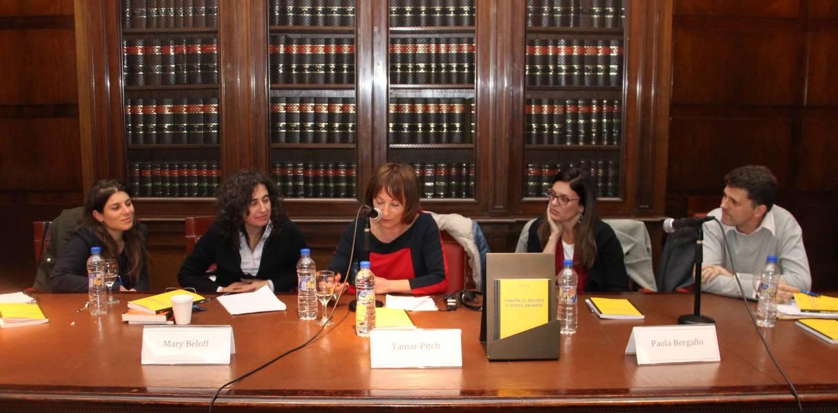 Gabriela Carpineti, Mary Beloff, Tamar Pitch, Paola Bergallo y Gabriel Anitua