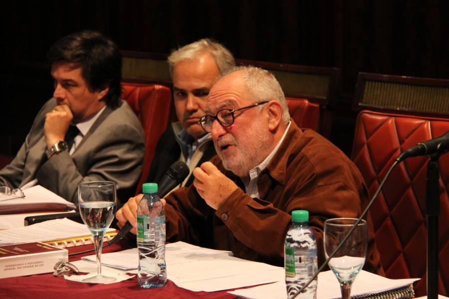 El profesor Mario E. Ackerman dirigió la jornada y expuso sobre el régimen de prestaciones dinerarias a partir de la Ley 26.773.