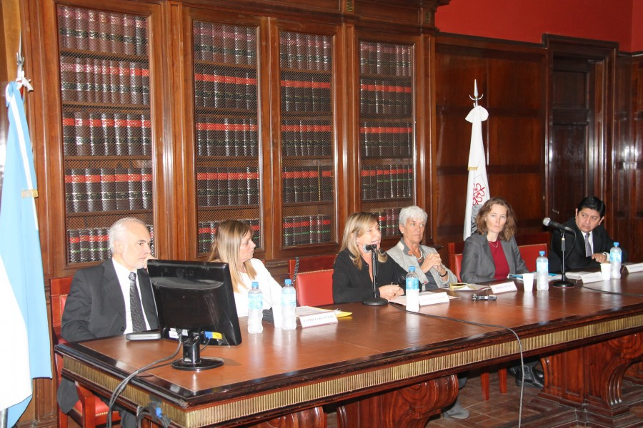 Luis Lozano, Patricia Klentak, Marcela Basterra, Mónica Pinto, Florence Bauer y Gustavo Moreno