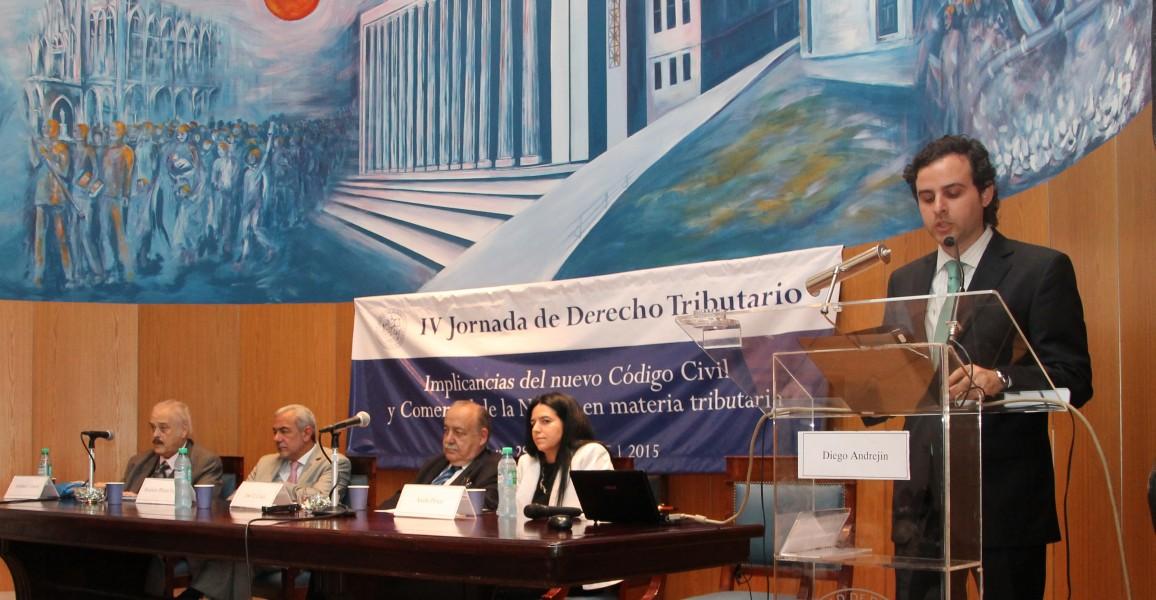 Esteban J. Urresti, Mauricio Plazas Vega, José O. Casás, Anahí F. Pérez y Diego Andrejin