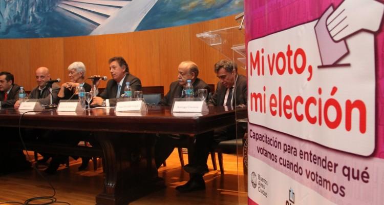 Alejandro Finocchiaro, Hernán Charosky, Mónica Pinto, Alberto R. Dalla Via, José O. Casás y Santiago Corcuera