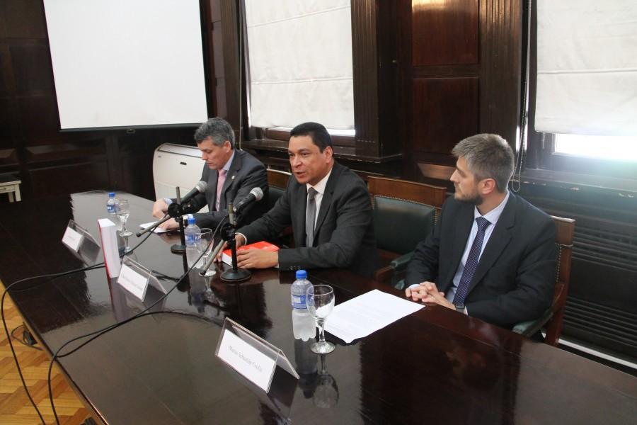 Alejandro D. Perotti, César E. Salazar Grande y Matías S. Crolla