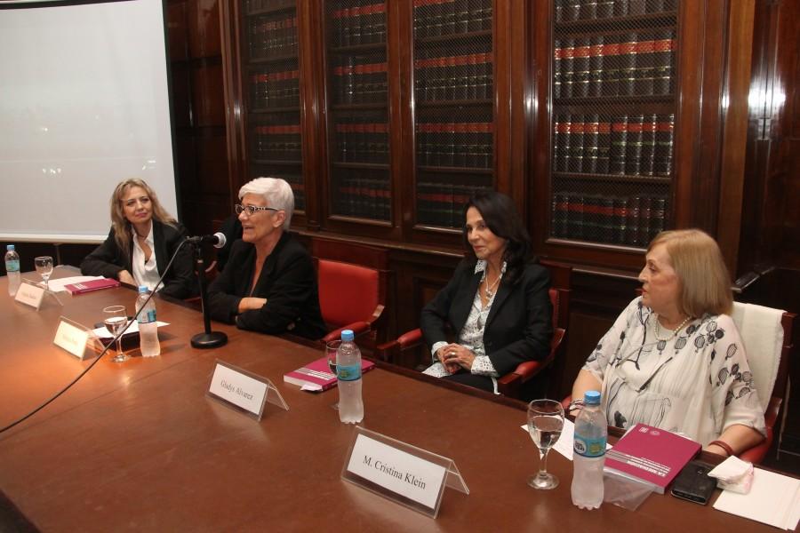 Virginia Badino, Mónica Pinto, Gladys Álvarez y María Cristina Klein