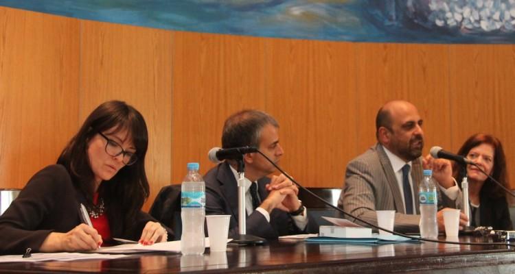 Los expositores Valerio Pescatore y Antonio Saccoccio (Universidad de Brescia) y Mirta Beatriz Alvarez (UBA), con la coordinación de la docente Valeria Guerra (UBA).