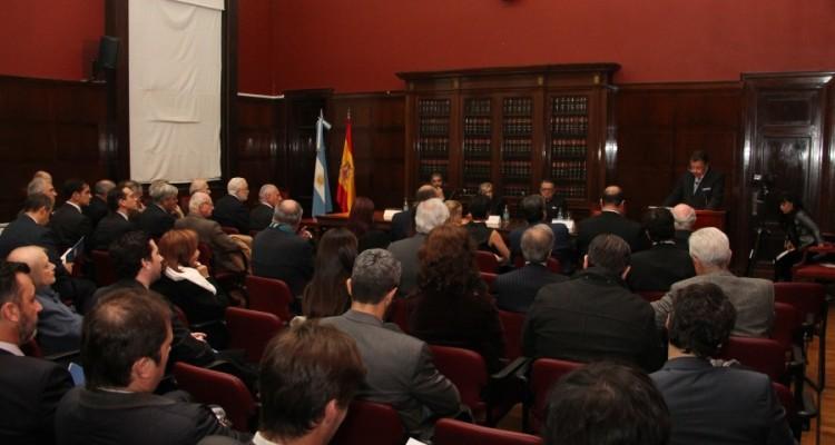 La UBA entregó el doctorado honoris causa a Miguel Herrero y Rodríguez de Miñón