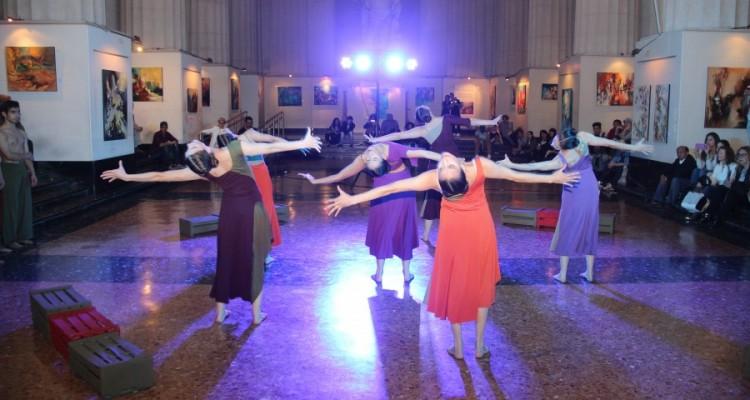 """Danza etnográfica """"Sudaka (Fragmento)"""" interpretada por la Compañía Castadiva y dirigida por Mónica Fracchia"""