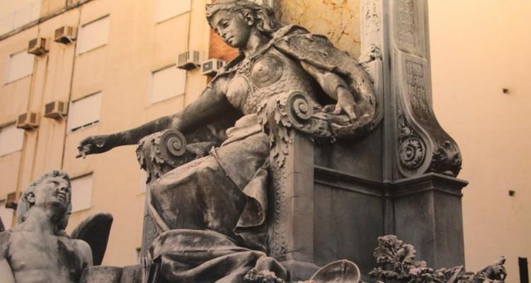 Cinceles y martillos; balanzas y espadas